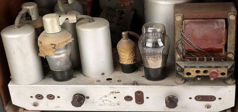radio de válvulas antigua